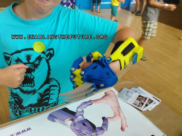 wolverinehand-Wolverine-Claws-3d-printed-3
